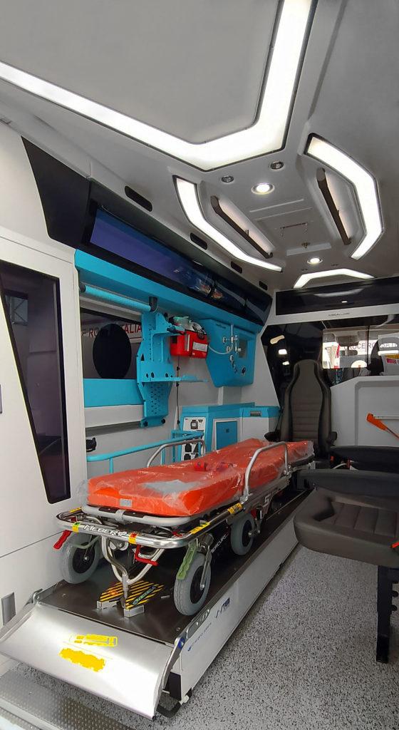 ambulanza-allestimento-Maxima-Orion-interno-soffitto